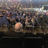 ロンドンのO2アリーナで行われたアイアン・メイデンのコンサート開始前。