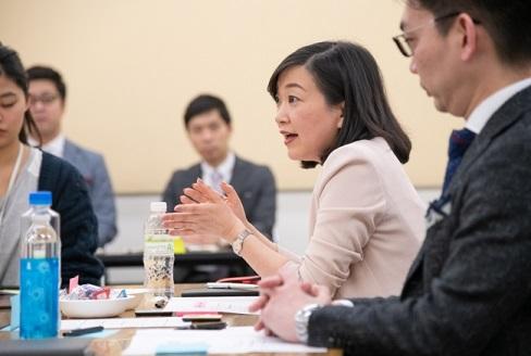 質問PDCAで会議型コンサルティングを行う著者の荻野純子さん