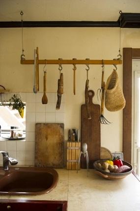 暮らしの道具がキッチンを彩る