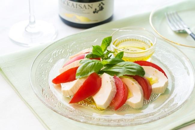 創刊号では、絹豆腐でモッツァレラチーズを表現したレシピを紹介