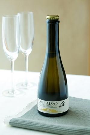 夏らしいレシピには、爽やかなスパークリング日本酒を合わせて