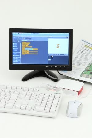 『子供の科学』の通販サイトでヒット中の子供用お手軽パソコン「KoKaジブン専用パソコンキット」。このキットはもちろん、工作や実験ができる各種キットを会場で実際に試して、購入することができます。