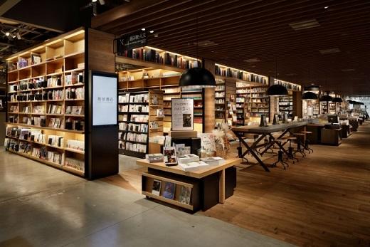 「蔦屋書店」の特色であるマガジンストリート