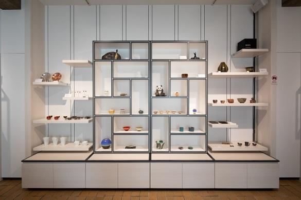 藝大アートプラザ展示棚