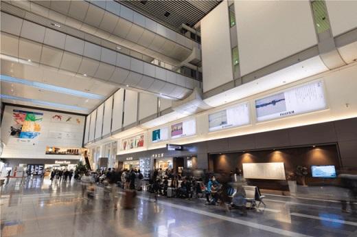 小山薫堂さん×小池アミイゴさん「旅する日本語展2019」が羽田空港で開催!