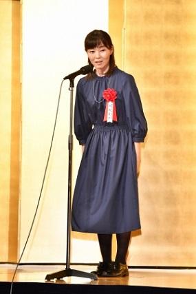 受賞スピーチをする今村夏子さん(撮影:朝日新聞出版写真部・東川哲也さん)