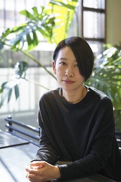 西加奈子さん(撮影:若木信吾さん)