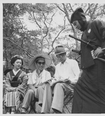 1954 鞍馬天狗役の小堀明男と大佛次郎(右から2番目)