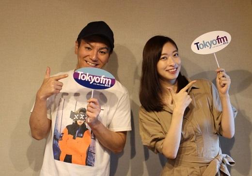 写真左から狩野英孝さん・倉持由香さん