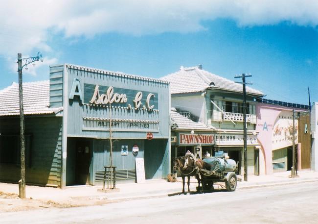 沖縄 (c)光文社/新書『秘蔵カラー写真で味わう60年前の東京・日本』/J・ウォーリー・ヒギンズ