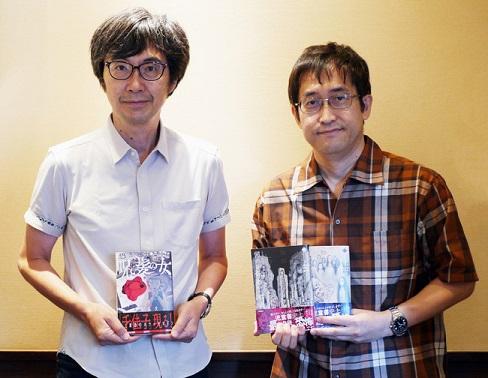 ▲五味弘文さん(左)と伊藤潤二さん(右)/対談後、それぞれの著作を持って