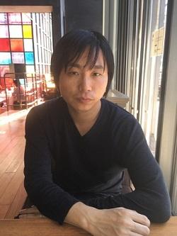 小説家・上田岳弘さん