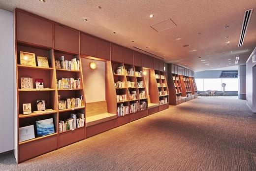 横浜・空の図書室(昼)