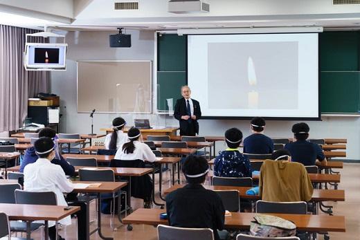 特別講義を熱心に聞く東工大附属科学技術高校の生徒たち