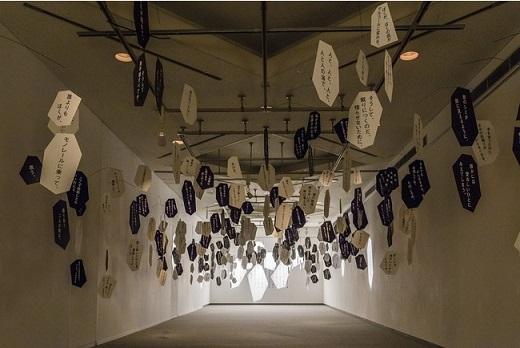 「最果タヒ 詩の展示」展示風景(横浜美術館、2019年)撮影:山城功也
