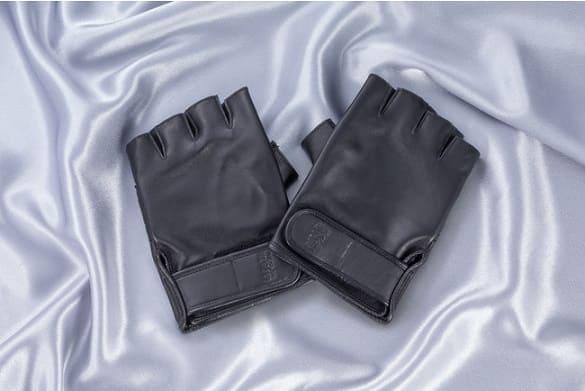 グッズ1:オリジナル革手袋(レプリカ)