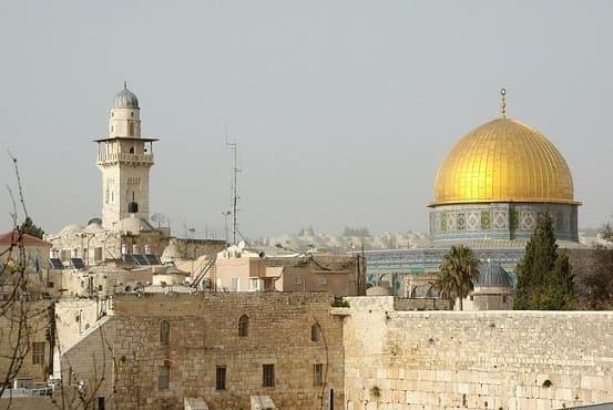 エルサレムのアル=アクサー・モスクと壁